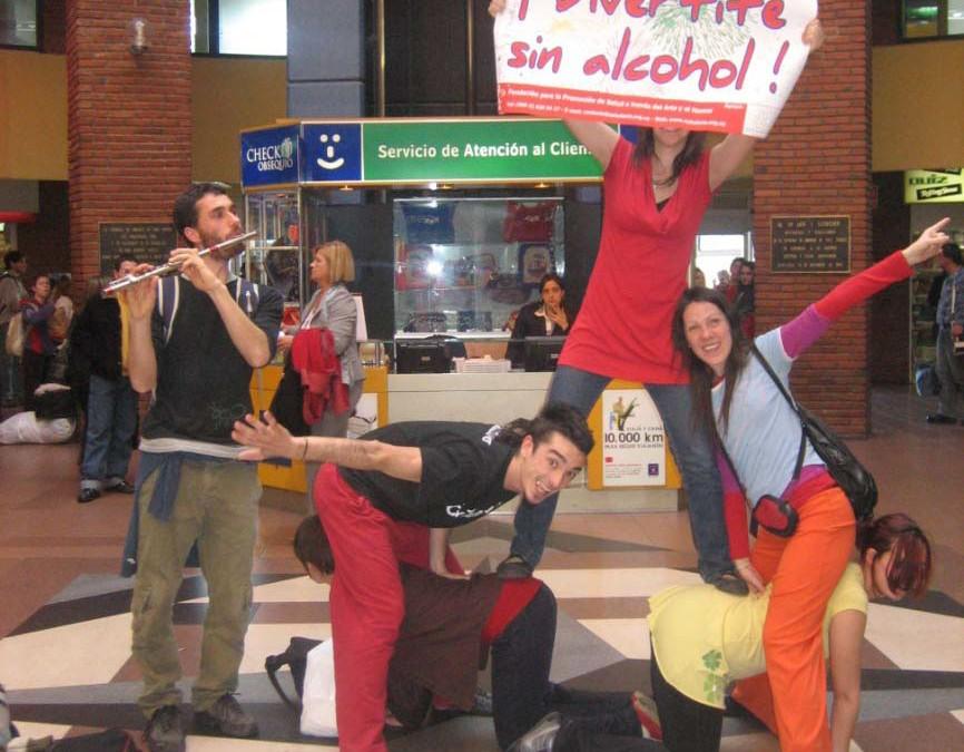 Sólo el agua de los floreros Teatro invisible para la prevención del alcoholismo